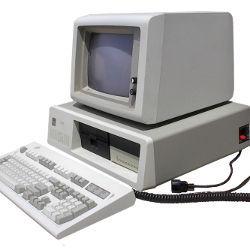 Los primeros ordenadores IBM tenían paneles de color beige.