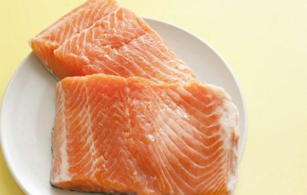 Pescado color salmón